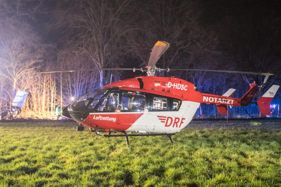 Der 60-Jährige wurde mit einem Rettungshubschrauber in eine Klinik geflogen.