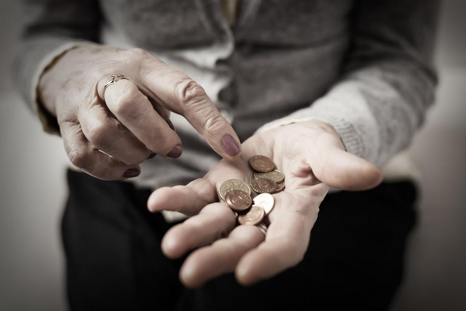 Der Rentner hatte nicht gewusst, dass er Rente beziehen kann, obwohl er noch arbeitete. (Symbolbild)