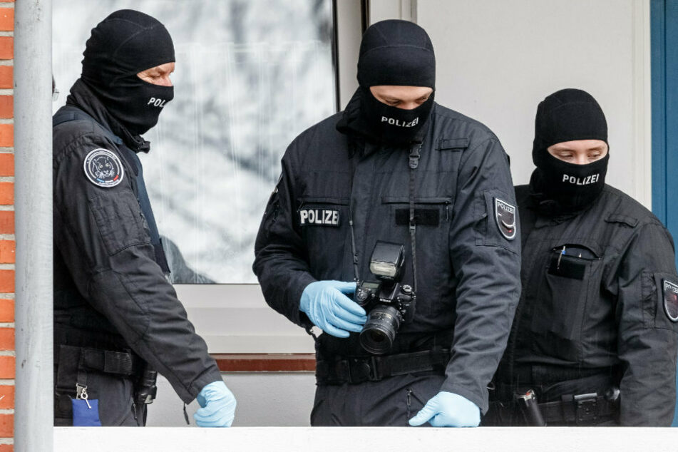 Berlin: Mann ballert mit Waffe aus dem Fenster: SEK stürmt Wohnung!