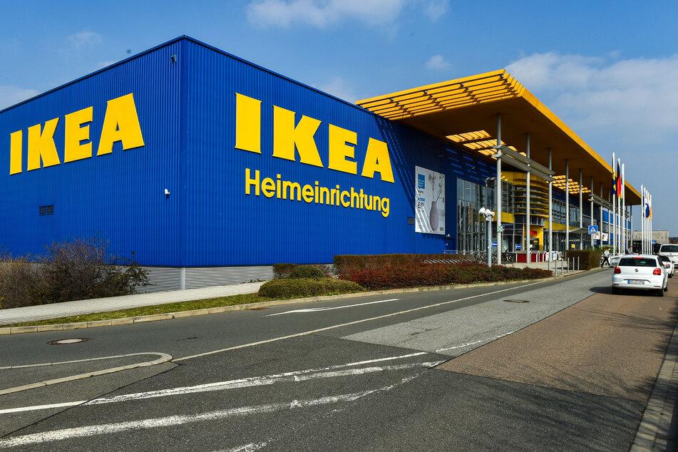 Im Ikea soll sich der Cottbuser Möbel zu Spottpreisen erschlichen haben.