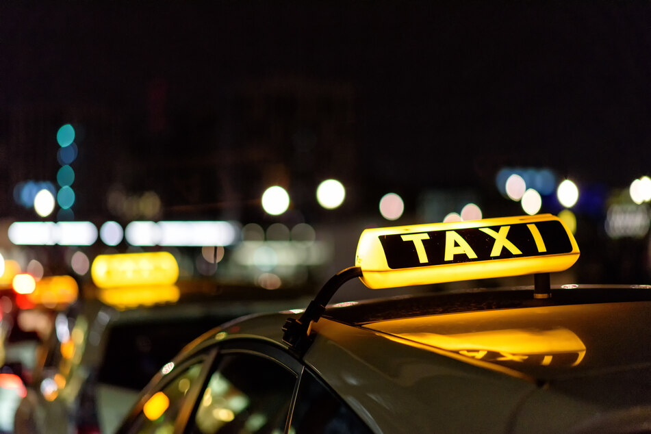 In Bonn wurde ein Taxifahrer bei einem Überfall schwer verletzt.