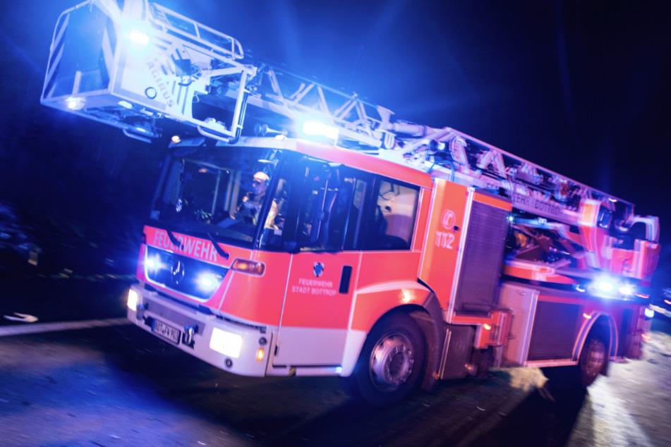 Mensch kommt bei Brand im Wohnhaus ums Leben