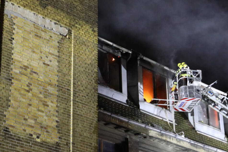 Feuerwehreinsatz in Leipzig! Dachstuhl von Paintball-Anlage in Brand