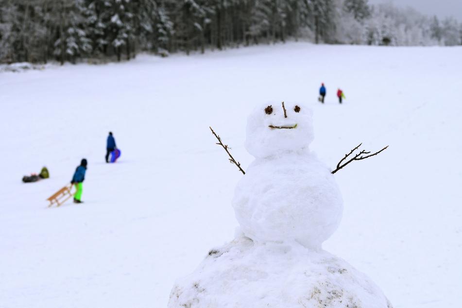 Trotz winterlicher Kulisse hat sich der Andrang in den sächsischen Wintersportregionen bislang in Grenzen gehalten.