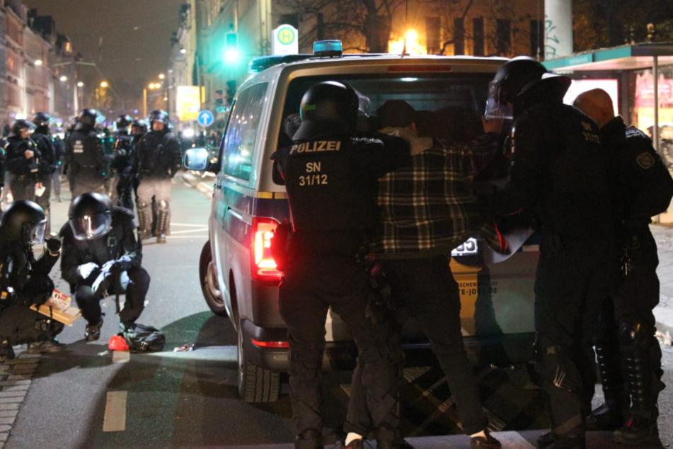 """Leipzig Connewitz: """"ACAB-Day"""" in Connewitz: Ermittlungen gegen Polizisten und Randalierer"""