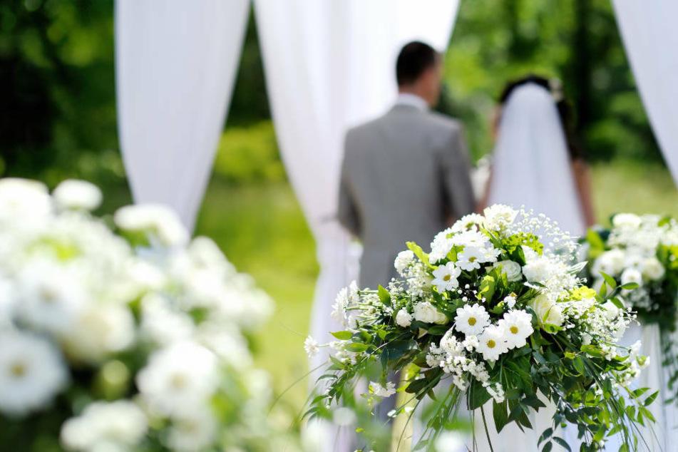 Nach Infektionen auf Hochzeit: Stadt will Ehepaar zur Kasse bitten