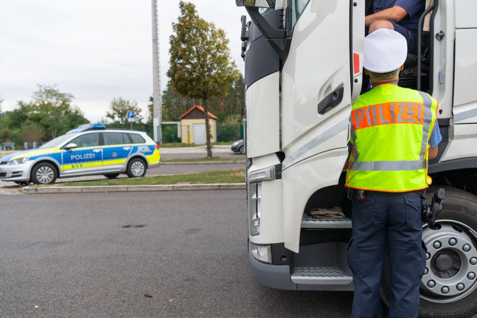 Der Lkw-Fahrer konnte noch auf dem Rastplatz festgenommen werden. (Symbolbild)