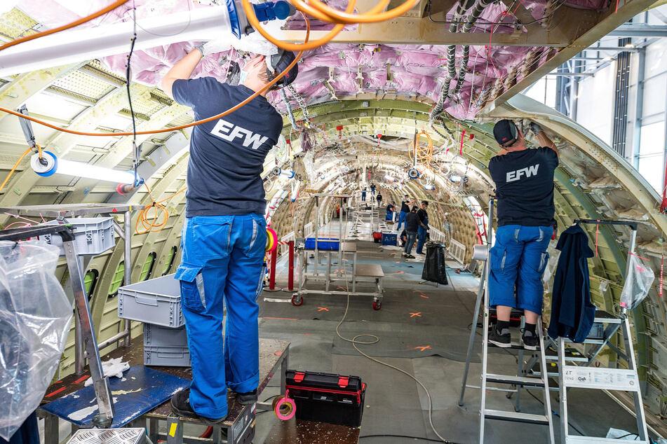 Sitze, Systeme, Boden, Träger - alles muss raus. Der A330 wird in Dresden umgerüstet, der Airbus 321 wird vor allem in Singapur umgebaut.