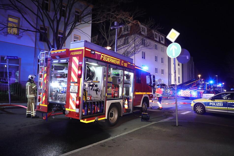 Mit einem Großaufgebot war die Dresdner Feuerwehr am frühen Morgen in der Lübecker Straße im Einsatz.