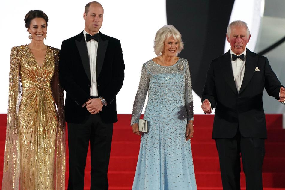 Viel prominenter Andrang bei der James-Bond-Premiere: Ehefrau Kate (39) und Prinz William (39), sowie Camilla (74), Herzogin von Cornwall, und Ehemann Charles (72, v.l.n.r.).