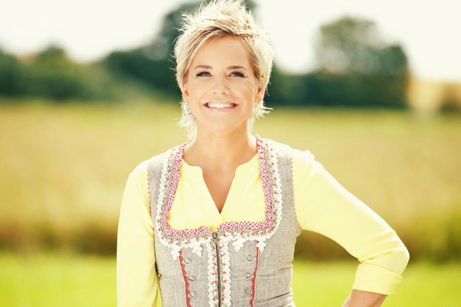 """Inka Bause (52) moderiert seit mehr als 15 Jahren die RTL-Datingshow """"Bauer sucht Frau""""."""