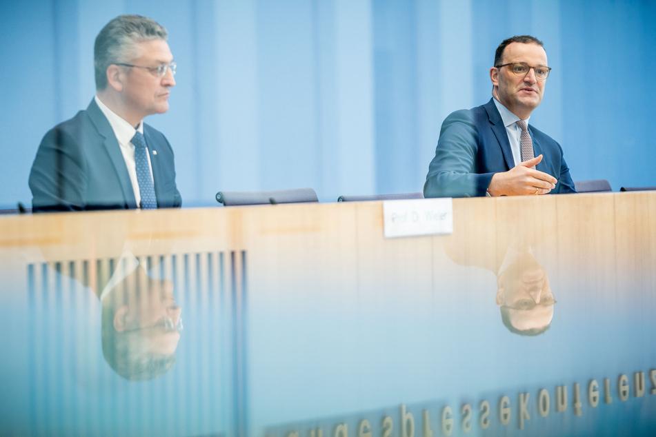 RKI-Präsident Lothar Wieler (60) und Bundesgesundheitsminister Jens Spahn (40, CDU) haben den geplanten Stopp von Präsenzunterricht ab einer Corona-Inzidenz von 200 als unzureichend kritisiert.