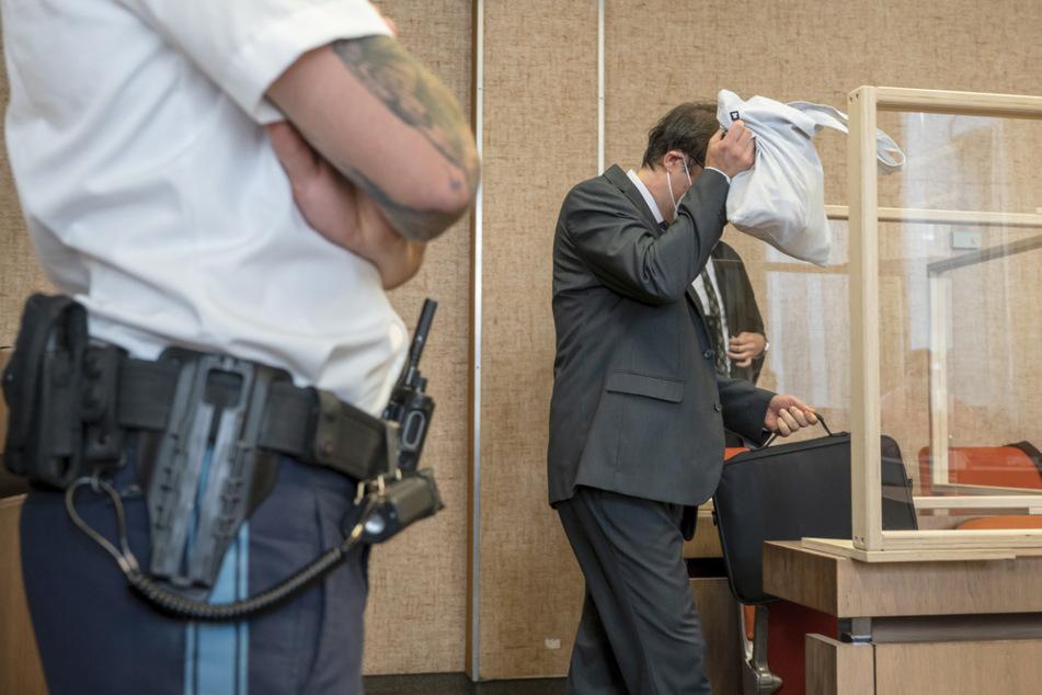 Ticketkontrolle endet im Drama: Angeklagter Fahrgast erhebt schwere Vorwürfe
