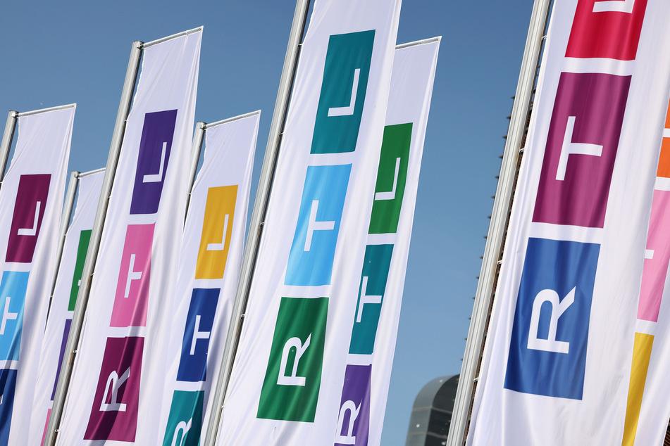 Der Kölner Privatsender RTL ändert am Donnerstag aufgrund der zugespitzten Unwetterlage in Deutschland extra sein Programm.