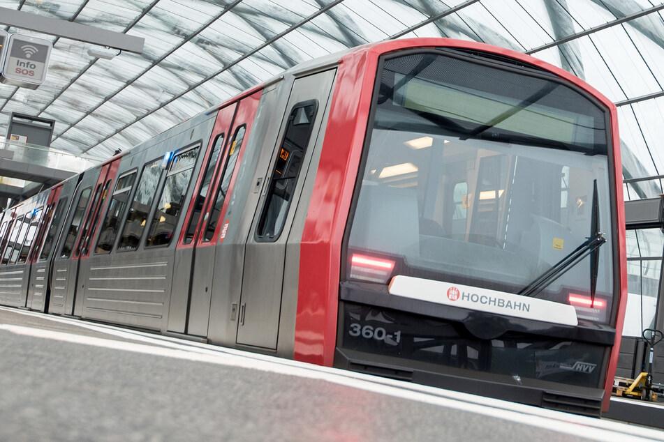 Hamburg: Eine U-Bahn steht im Bahnhof Elbbrücken. (Archivbild)