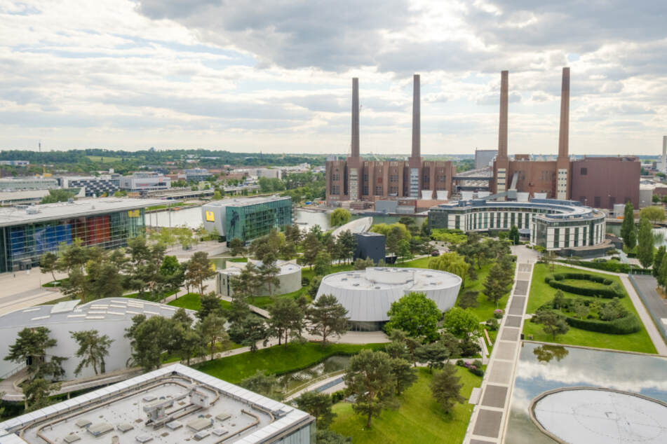 Wolfsburg: Die Autostadt mit dem Werksgelände von Volkswagen.