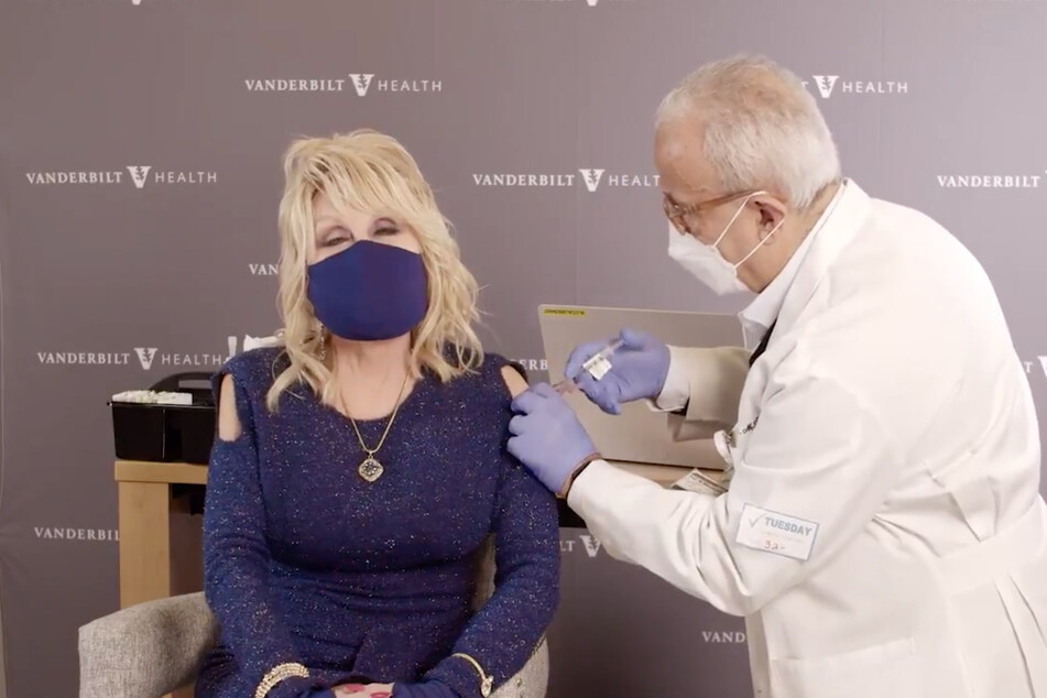 Dolly Parton celebrates getting vaccine by singing Jolene!