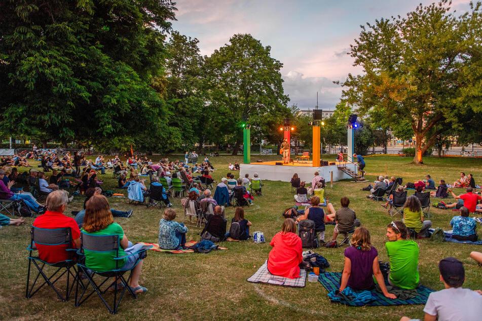 Der Parksommer 2020 war trotz Corona-Beschränkungen gut besucht. Etwa 15.000 Gäste kamen zu Konzerten, Yoga-Events und Poetry-Slams.