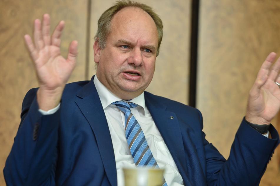 OB Dirk Hilbert (48, FDP) will im Quoten-Streit vermitteln, setzt selber jedoch auf einen geringeren Anteil an Sozialwohnungen.