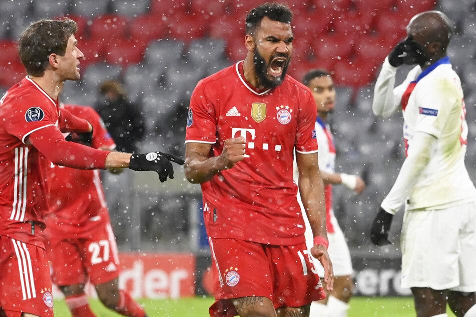 Eric Maxim Choupo-Moting (M.) belohnte den FC Bayern München noch in Halbzeit eins für eine dominante Leistung mit dem 1:2 - und neuer Hoffnung.