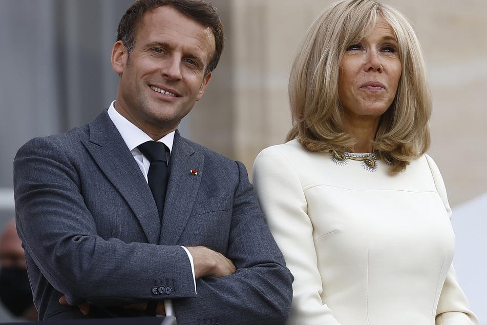Frankreichs Präsident Emmanuel Macron (43) und seine Ehefrau Brigitte (63) bei den Konzerten der Fête de la Musique im Hof des Palastes.