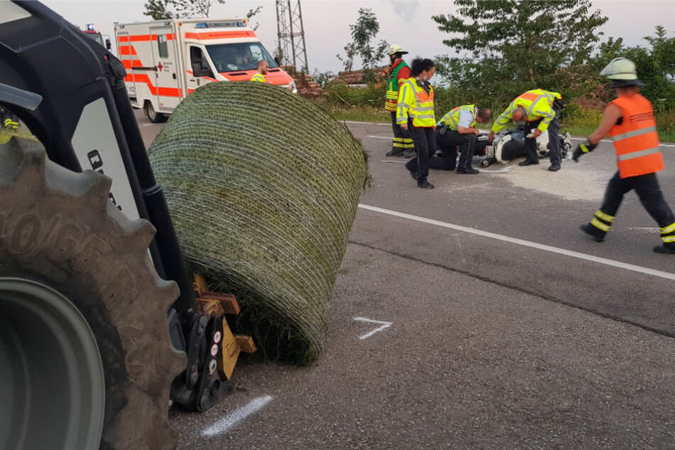 Der Motorradfahrer wurde bei dem Unfall lebensgefährlich verletzt.