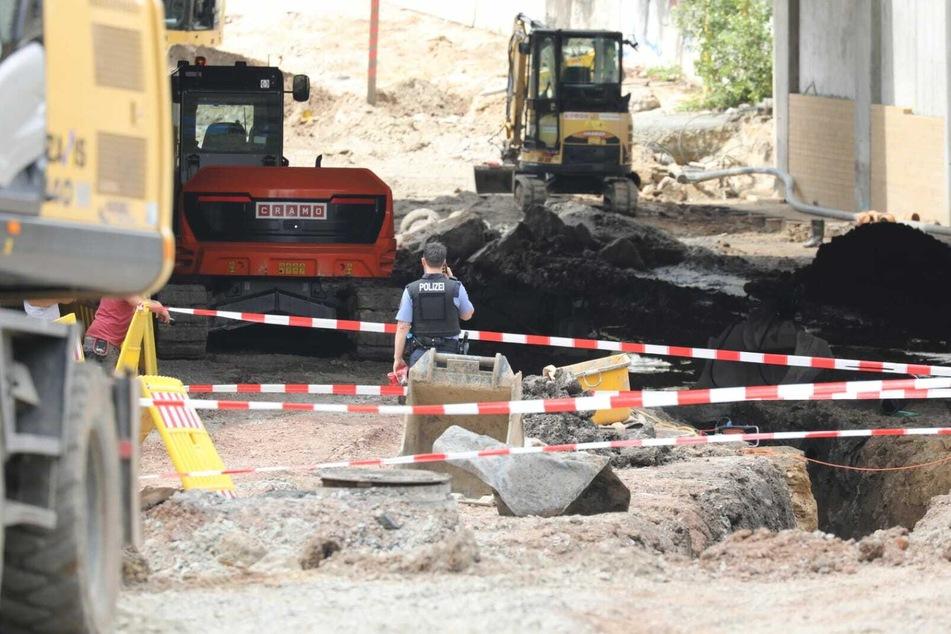 Das verdächtige Objekt wurde bei Bauarbeiten unter einer Eisenbahnbrücke gefunden.