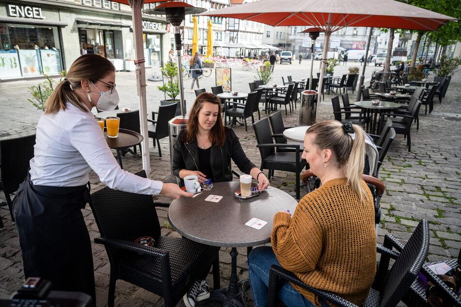 In Soest durften im Rahmen eines Modellprojekts Terrassen und Außenbereiche von Cafés und Restaurants bereits wieder öffnen.