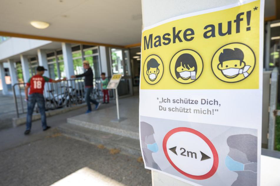 Mit dem Krisen-Management an den Schulen sind die Bayern nicht besonders zufrieden. (Symbolbild)
