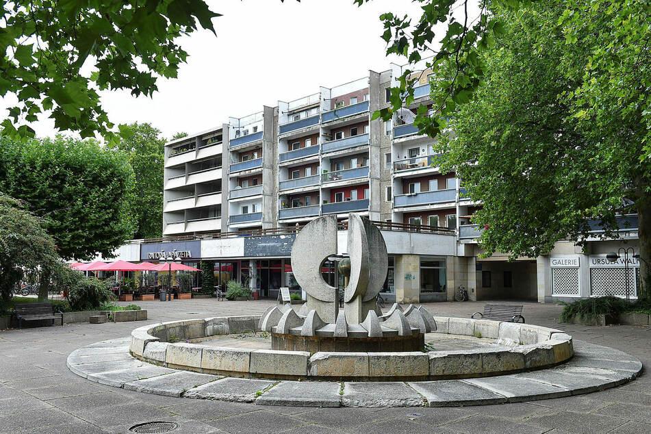 """Die zwei Brunnenanlagen auf dem Neustädter Markt wurden """"als Beispiele der späteren Phase der DDR-Kunst"""" 2019 unter Schutz gestellt."""
