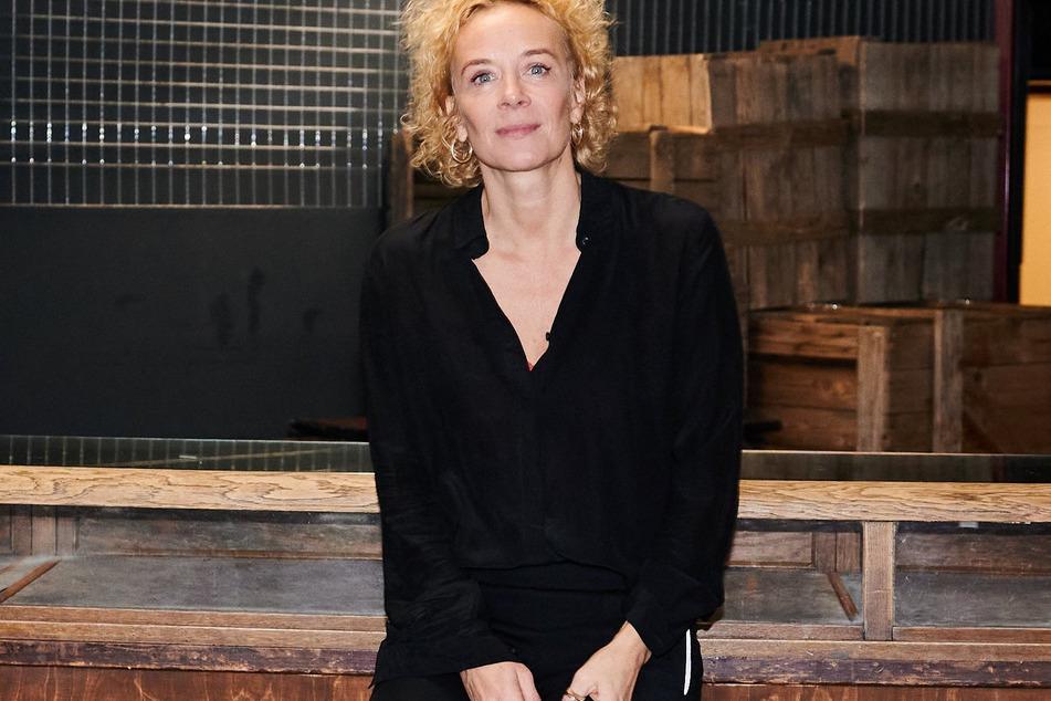 Schauspielerin Katja Riemann (57) spielt eine am Abgrund stehende Managerin eines Großkonzerns. (Archivbild)