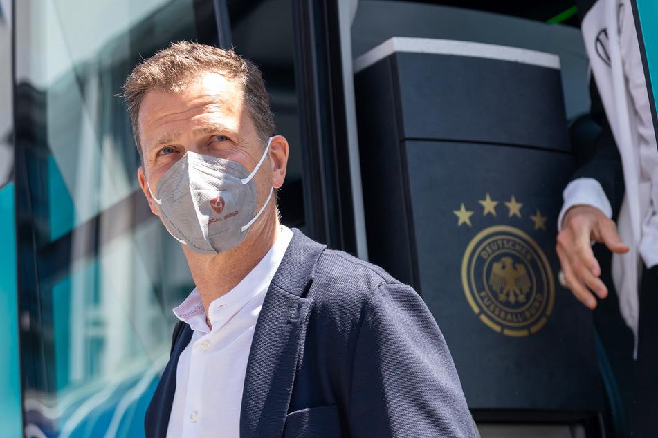 Klare Haltung des DFB-Sportdirektors: Oliver Bierhoff (53) hat sich gegen die Austragung von Weltmeisterschaften alle zwei Jahre ausgesprochen.
