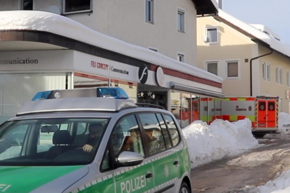 Hilflos unter Schneemassen: Dachlawine begräbt Frau unter sich!