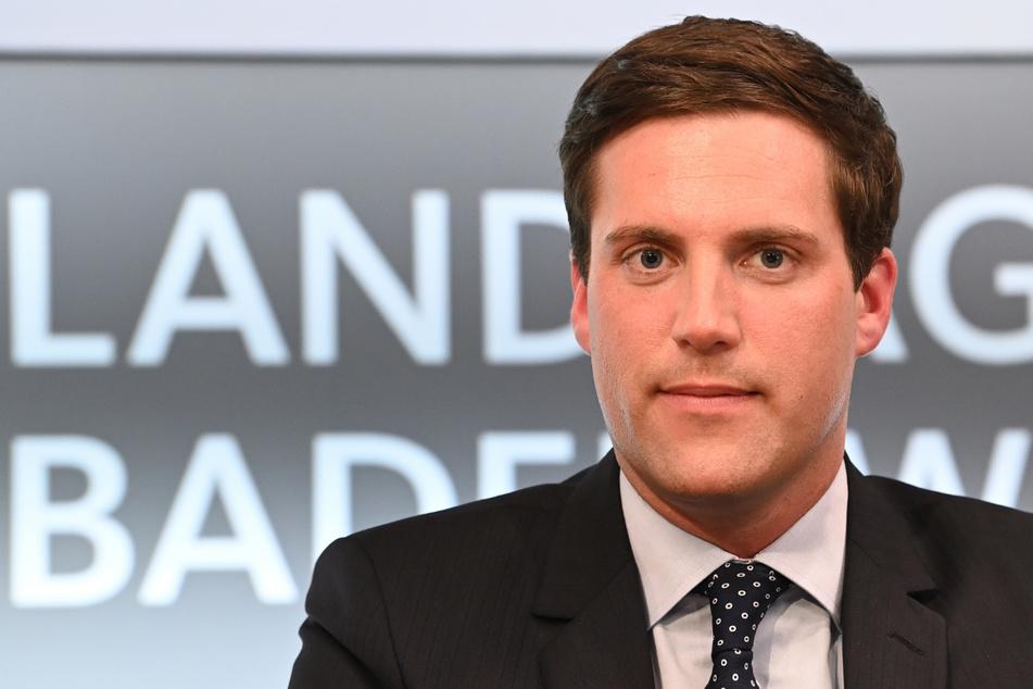 Der CDU-Landtagsfraktionschef Manuel Hagel (32) hat sich für mehr Corona-Tests an Kitas ausgesprochen.
