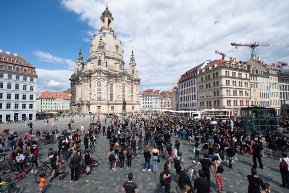 Gegen Rassismus wurde auf dem Neumarkt in Dresden demonstriert.