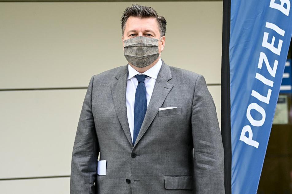 Berlins Innensenator Andreas Geisel (54, SPD), hier bei einem Besuch der Polizeiakademie, hat am Mittwoch Stellung zu der islamistisch motivierten Tat auf der Stadtautobahn genommen.