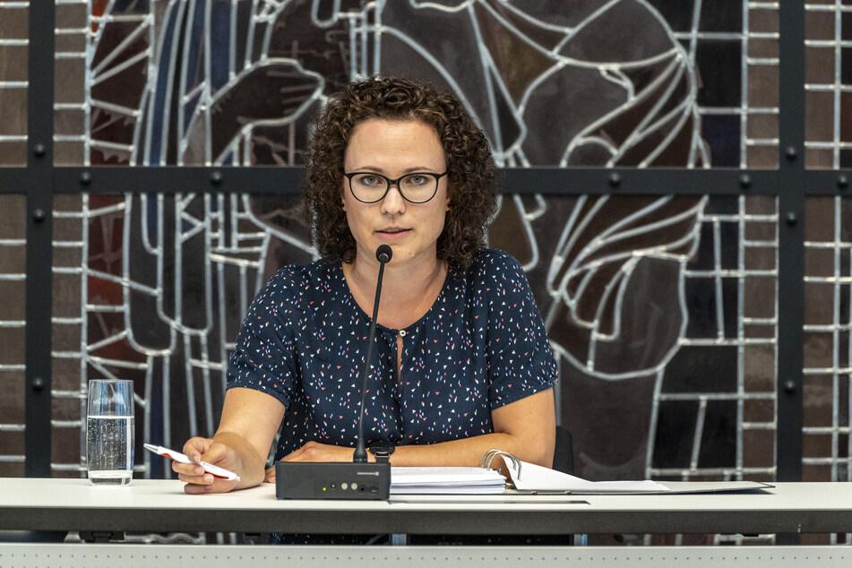 Heike König (35), Vorsitzende des Zwickauer Gemeindewahlausschusses, verkündete die fünf Kandidaten.
