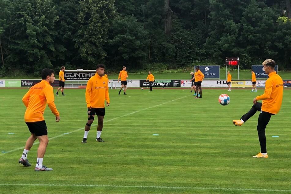 Beim Fußballtennis ohne Netz siegten Phillip Hosiner (l.), Ransford Königsdörffer und Heinz Mörschel (r.).