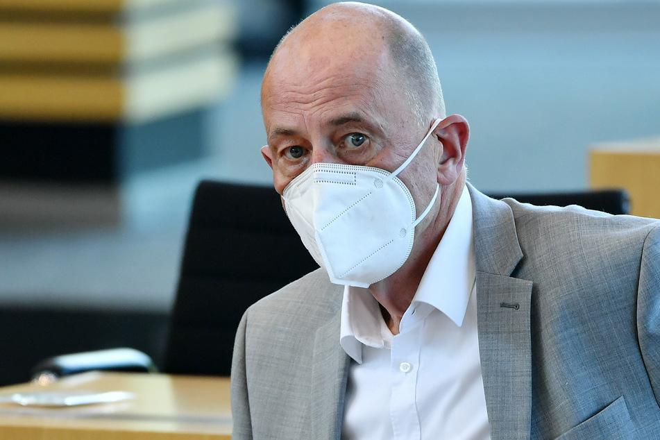 Thüringens Wirtschaftsminister Wolfgang Tiefensee (66, SPD) begrüßt das 2G-Modell.