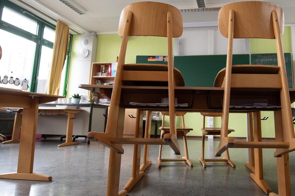 Am Montag sollen zahlreiche Schulklassen in Hessen wieder in den Präsenzunterricht zurückkehren (Symbolbild).