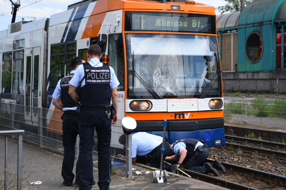 Heranwachsender wird von Straßenbahn erfasst und 15 Meter mitgeschleift