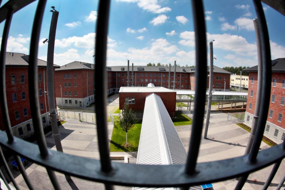 Satte Haftstrafe für Häftling (20) nach Messer-Angriff auf Gefängniswärter