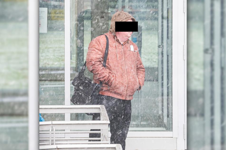 Horst U. (47) wehrt sich beim Amtsgericht Pirna gegen die Vorwürfe der sexuellen Belästigung.