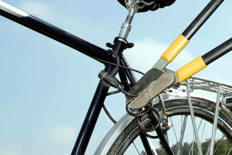 16-Jähriger bittet Polizisten wegen Fahrradschloss um Hilfe, aber das war ein Fehler