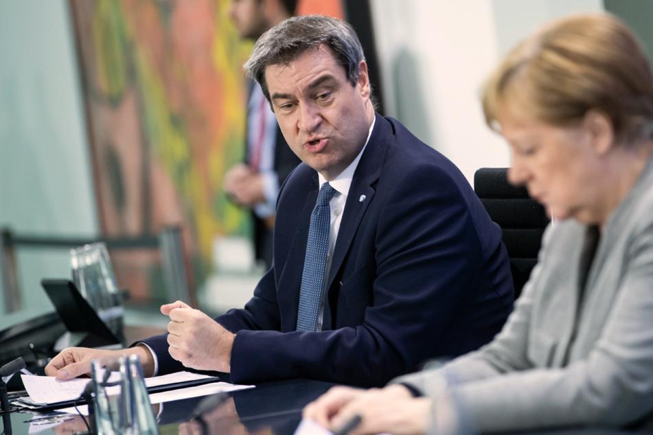 Kanzlerin Angela Merkel (66, r.) und Ministerpräsident Markus Söder (54) treffen sich mit Vertretern von Kommunen. (Archivbild)