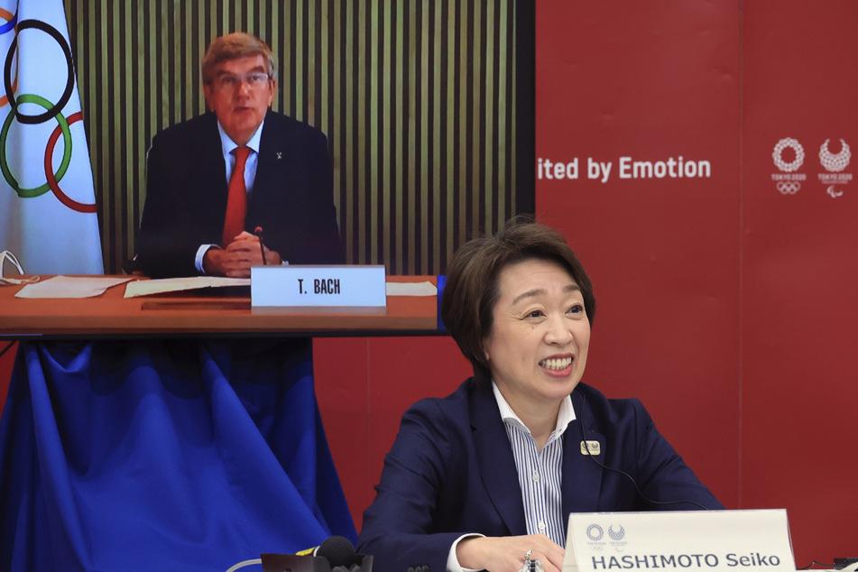 Seiko Hashimoto (56, r), Präsidentin des Organisationskomitees der Olympischen und Paralympischen Spiele Tokio 2020, hatte auf eine Entscheidung über ausländische Olympia-Fans gedrängt.