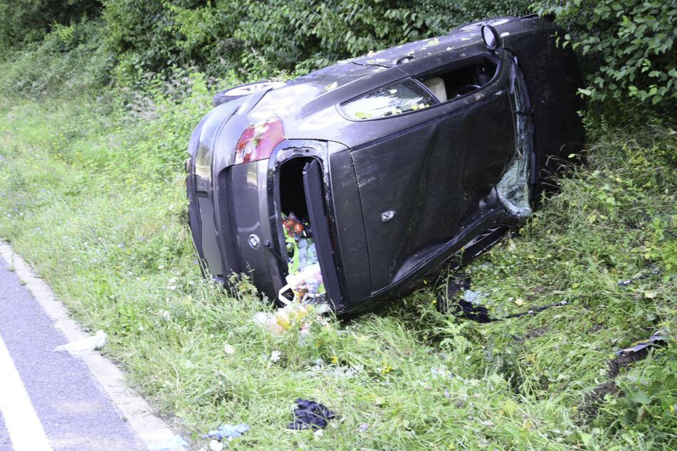 Beide Insassen des BMW wurden beim Unfall verletzt.