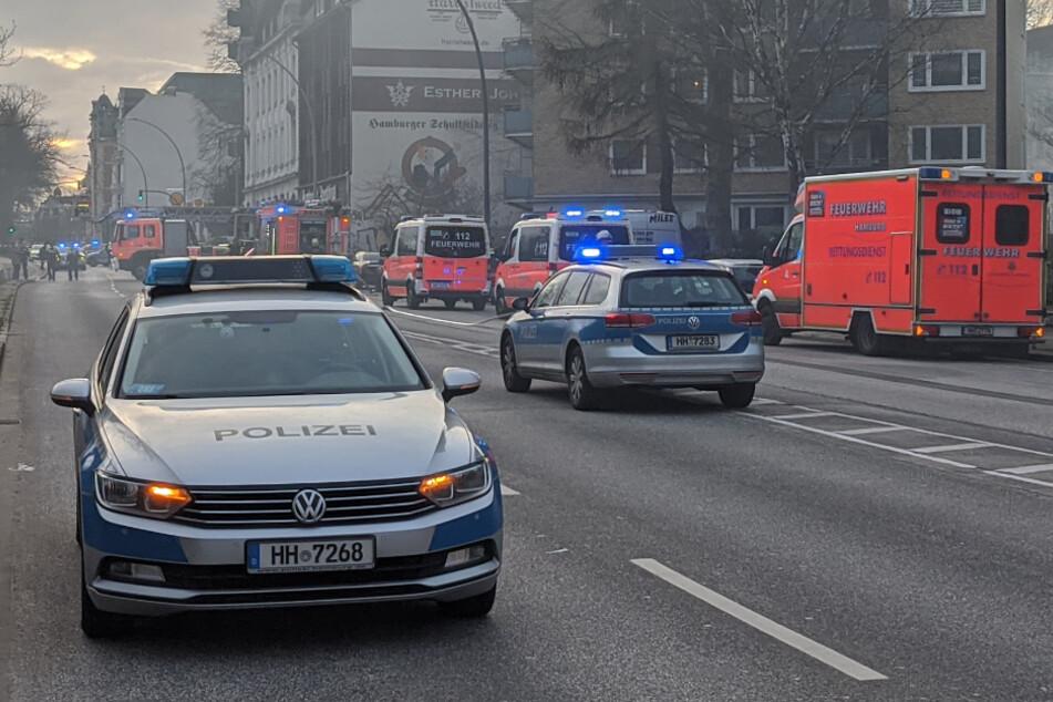 Hamburg: Feuer im Erdgeschoss: Bewohner retten sich auf Balkone