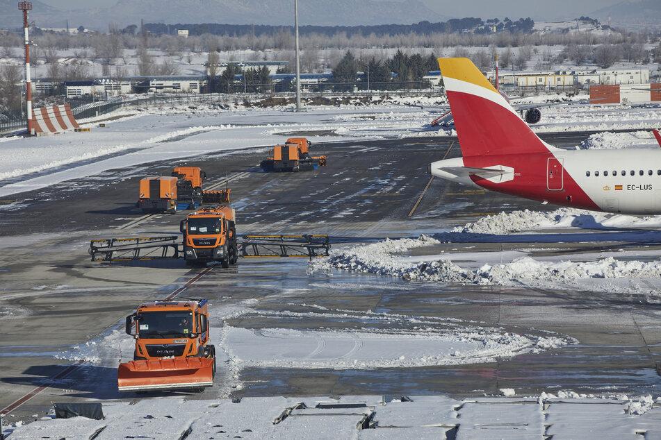 Flughafen Madrid-Barajas Adolfo Suarez in Madrid: Flugreisende aus Großbritannien, das ebenfalls eine ansteckendere Variante des Virus Sars-CoV-2 aufweist, lässt Spanien bereits seit dem 22. Dezember bis auf wenige Ausnahmen nicht mehr ins Land.