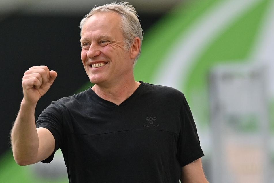 Da kann sich einer freuen: Freiburg-Trainer Christian Streich (55).